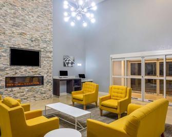 La Quinta Inn & Suites by Wyndham Sebring - Sebring - Obývací pokoj