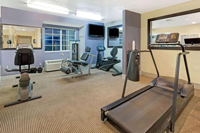 Microtel Inn & Suites by Wyndham Denver - Denver - Gym