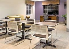 Microtel Inn & Suites by Wyndham Denver - Denver - Lobby