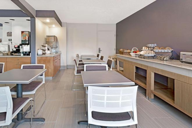Microtel Inn & Suites by Wyndham Denver - Denver - Restoran