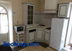 Chambres D'hôtes Domaine De La Corbe - Saint-Hilaire-le-Vouhis - Kitchen