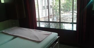 Hotel Popular Palace - Mumbai - Bedroom