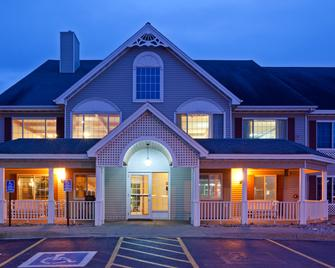 Country Inn and Suites by Radisson, Detroit Lakes - Detroit Lakes - Gebäude
