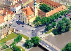 Klastrom Hotel - Győr - Vista exterior