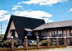 Midway Inn & Suites - Oak Lawn - Building