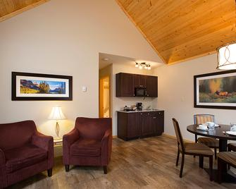 Jasper East Cabins - Hinton - Living room