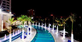 Hanoi Daewoo Hotel - האנוי - בריכה
