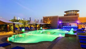 華美達卓美亞酒店 - 杜拜 - 杜拜 - 游泳池