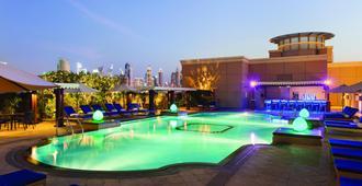 Ramada by Wyndham Jumeirah - Dubai - Svømmebasseng