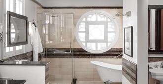 Azerai La Residence, Hue - Huế - Bathroom