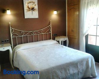 Hostal Restaurante Solaire - Castañar de Ibor - Bedroom