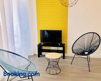 Btobed - Paris Nord Villepinte - Villepinte - Living room