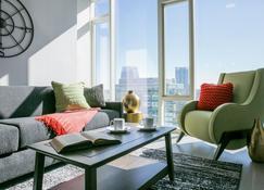 Stay Alfred at 505 - Nashville - Living room