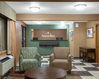 AmericInn by Wyndham Council Bluffs - Council Bluffs - Front desk