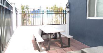 Fatimataj Mahal - Private Family Rooms with Kitchen-Laundry-Parking! - Miami - Balcony