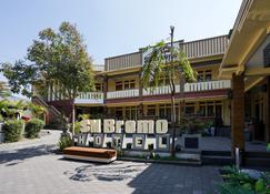 OYO 1080 Sm Bromo Hotel - Putus - Building