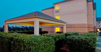Sonesta Simply Suites Pittsburgh Airport - Pittsburgh