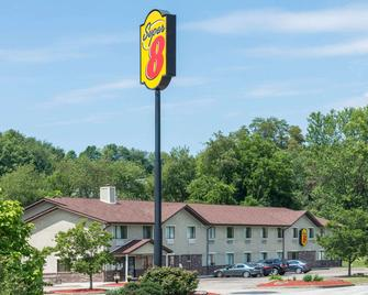 Super 8 by Wyndham Delmont - Delmont - Building