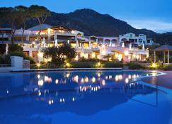 هوتل أبي دي أور - Marinella - حوض السباحة