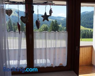 Almblick Ferienwohnung - Balderschwang - Wohnzimmer