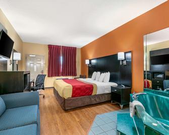Econo Lodge Inn & Suites - Нортпорт - Спальня