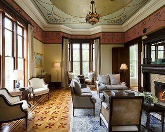 Spicer Mansion - Mystic - Living room