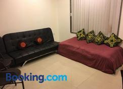Luxurious AC apartment in Tamhini ghat & Kolad rafting - Lavasa - Living room