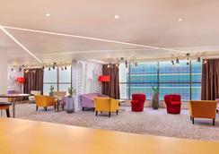 Mercure Hotel Apartments Dubai Barsha Heights - Dubai - Lobby