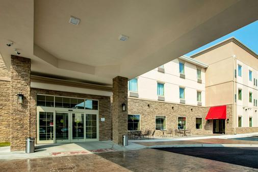 Comfort Suites - Fishkill - Building