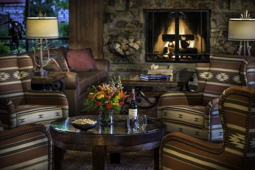 Creekside Inn - Bishop - Living room