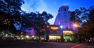 Parkview Hotel - Huế - Building