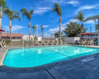 Motel 6 Stanton - Stanton - Zwembad