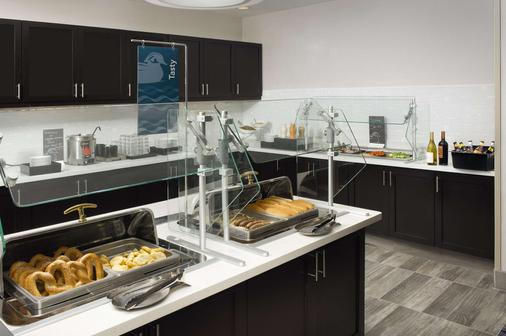 Homewood Suites by Hilton Metairie New Orleans - Metairie - Buffet