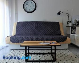 Design loft Studio 4 places piscine et parking - Vallauris - Living room