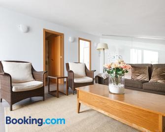 Apartamentos Cornellalux - Cornellà de Llobregat - Huiskamer