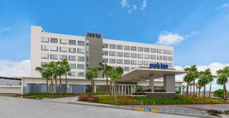 Park Inn By Radisson Clark - Angeles City - Gebouw