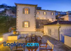 Nereids Guesthouse - Hydra - Building