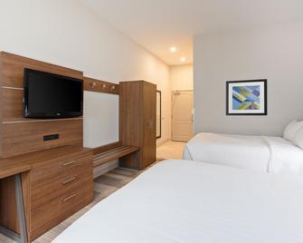 Holiday Inn Express Hotel & Suites Corona - Corona - Bedroom