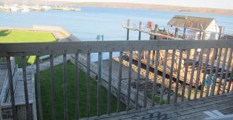 Shoreline Suites - Digby - Balcón