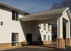 Allegan Budget Host Inn - Allegan - Building