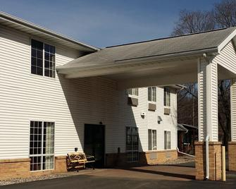 Budget Host Inn - Allegan - Building