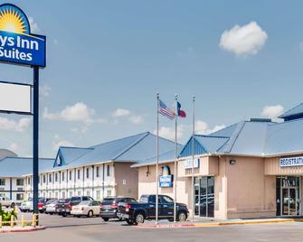 Days Inn & Suites by Wyndham Laredo - Laredo - Gebouw