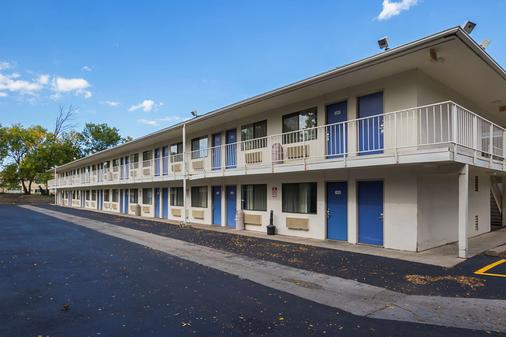 Motel 6 Rochester - Mn - Rochester - Building