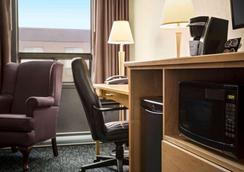 Travelodge by Wyndham Edmonton West - Edmonton - Schlafzimmer
