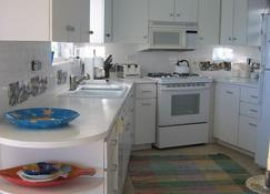 Gorgeous Waterfront Home in Eleuthera, Bahamas - Current - Dapur