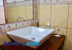 安緹圭諾旅舍 - 危地馬拉安地瓜 - 浴室