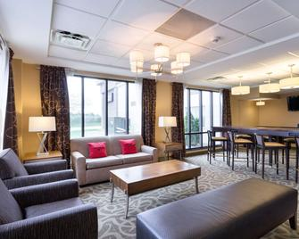 Clarion Hotel Beachwood-Cleveland - Beachwood - Lobby