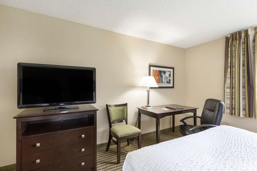Clarion Hotel Beachwood-Cleveland - Beachwood - Bedroom