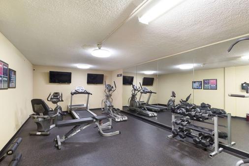 Clarion Hotel - Beachwood - Gym