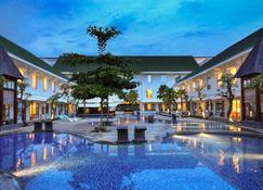 Novotel Banjarmasin Airport - Banjarmasin - Pool